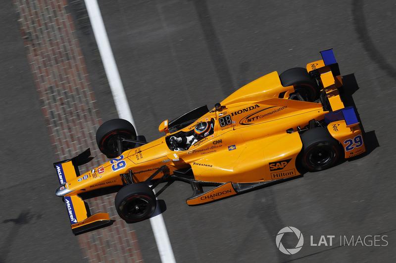 No dia seguinte, o resultado foi ainda melhor. Apesar de problemas no motor, o espanhol fez quatro voltas lançadas com 231,200 mph de média.