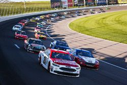 Ryan Blaney, Wood Brothers Racing Ford, Joey Logano, Team Penske Ford lead the field to the green
