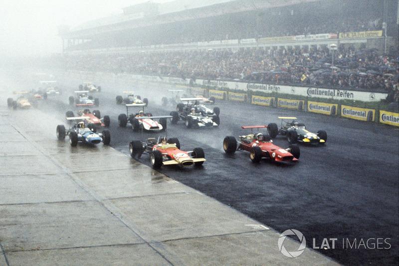 Безумная дождевая гонка 1968 года проходила в условиях ливня и сильного тумана