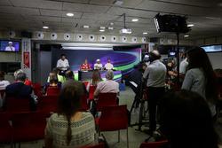 Sebastian Vettel, Ferrari, Lewis Hamilton, Mercedes AMG F1 and Daniel Ricciardo, Red Bull Racing