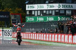 Il vincitore della gara Chaz Davies, Ducati Team