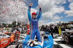 Race winner Scott Dixon, Chip Ganassi Racing Honda