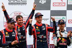 Podium: ganadore, Thierry Neuville, Nicolas Gilsoul, Hyundai Motorsport, segundo, Hayden Paddon, Seb