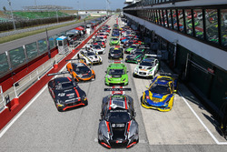 Gruppenfoto: Die Autos für die Blancpain Sprint Series 2017