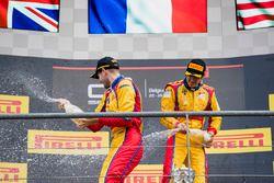 Podium: winnaar Giuliano Alesi, Trident, 3e plaats Ryan Tveter, Trident