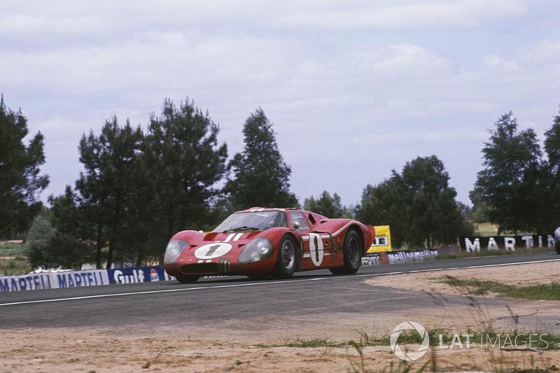 Ford GT40 Mk4: Эй-Джей Фойт, Дэн Герни
