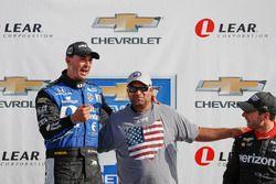 Le vainqueur Graham Rahal, Rahal Letterman Lanigan Racing Honda avec Steven Williams de Verizon
