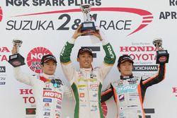 Podium : le vainqueur Kazuki Nakajima, Team Tom's, le deuxième Naoki Yamamoto, Team Mugen, le troisième Yuji Kunimoto, Cerumo Inging
