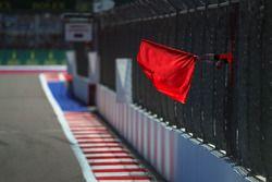 Le drapeau rouge est agité
