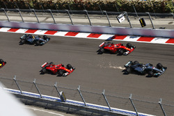 Valtteri Bottas, Mercedes AMG F1 W08; Sebastian Vettel, Ferrari SF70H; Kimi Räikkönen, Ferrari SF70H; Lewis Hamilton, Mercedes AMG F1 W08; Daniel Ricciardo, Red Bull Racing RB13