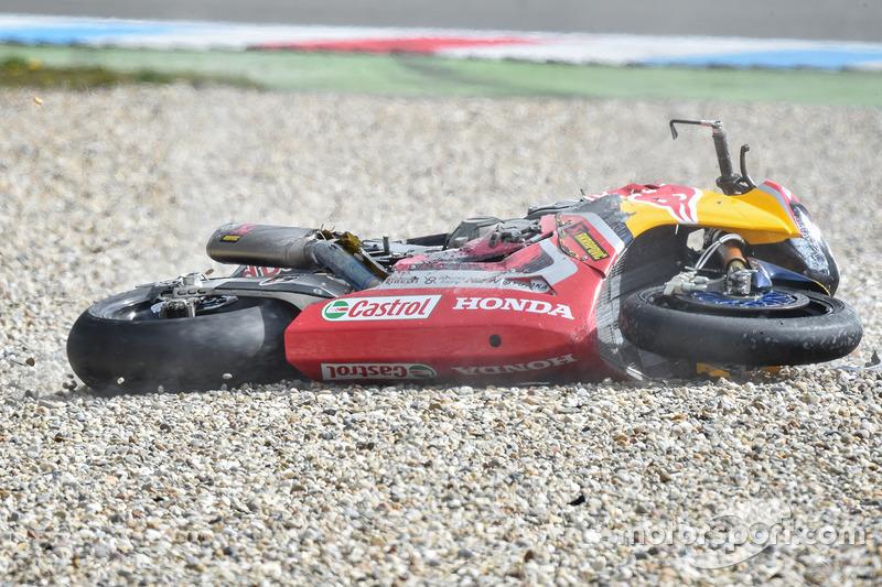 Sturz: Stefan Bradl, Honda World Superbike Team