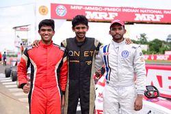Yarış galibi Sandeep Kumar, 2. sıra Chetan Korada, 3. sıra Arya Singh