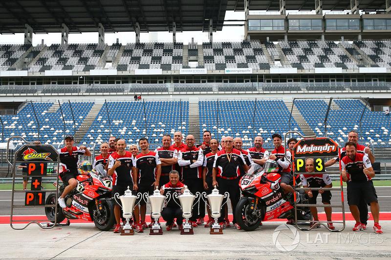 Il vincitore della gara Chaz Davies, Ducati Team, il terzo classificato Marco Melandri, Ducati Team