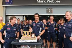 Mark Webber, Red Bull Racing celebrates his 200th Grand Prix start with Christian Horner, Red Bull Racing Team Principal and the Red Bull Racing team