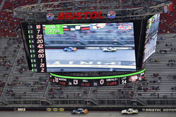 Daniel Suárez, Joe Gibbs Racing Toyota e Tyler Reddick, Chip Ganassi Racing Chevrolet