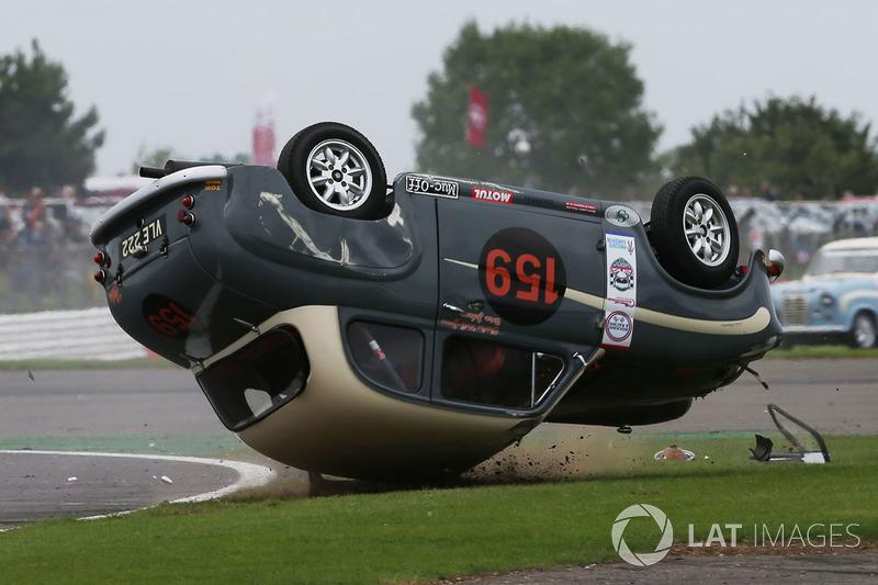 Авария: фронтмен группы AC/DC Брайан Джонсон, Austin A35