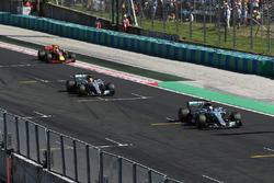 Valtteri Bottas, Mercedes-Benz F1 W08 Hybrid and Lewis Hamilton, Mercedes-Benz F1 W08 Hybrid cross t