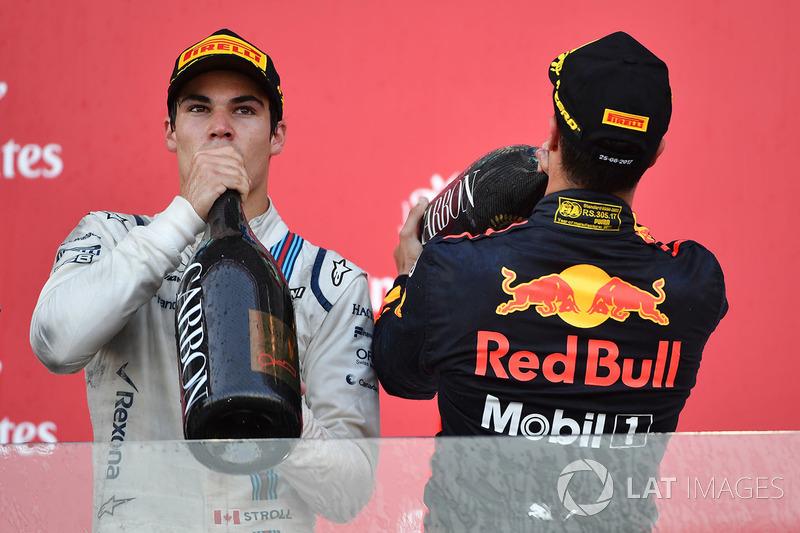 Lance Stroll, Williams e Daniel Ricciardo, Red Bull Racingfesteggiano sul podio con lo champagne