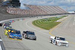 Chase Briscoe, Brad Keselowski Racing Ford, Kyle Busch, Kyle Busch Motorsports Toyota, Johnny Sauter