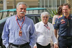 Chase Carey, presidente del Grupo de la Fórmula 1 con Bernie Ecclestone y Christian Horner, jefe de