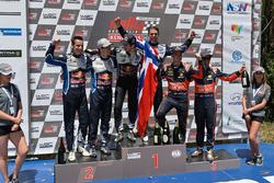 Podium: winnaars Jari-Matti Latvala, Miikka Anttila, Volkswagen Motorsport, tweede plaats Sébastien