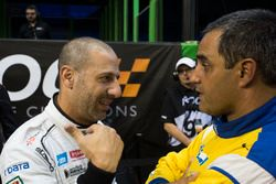 Tony Kanaan, talks with Juan Pablo Montoya,