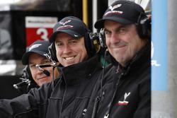 Mark Kent, directeur GM Racing chez General Motors, et Mark Reuss, vice président du développement global du produit, General Motors