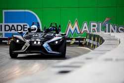 Felipe Massa guida la Polaris Slingshot SLR