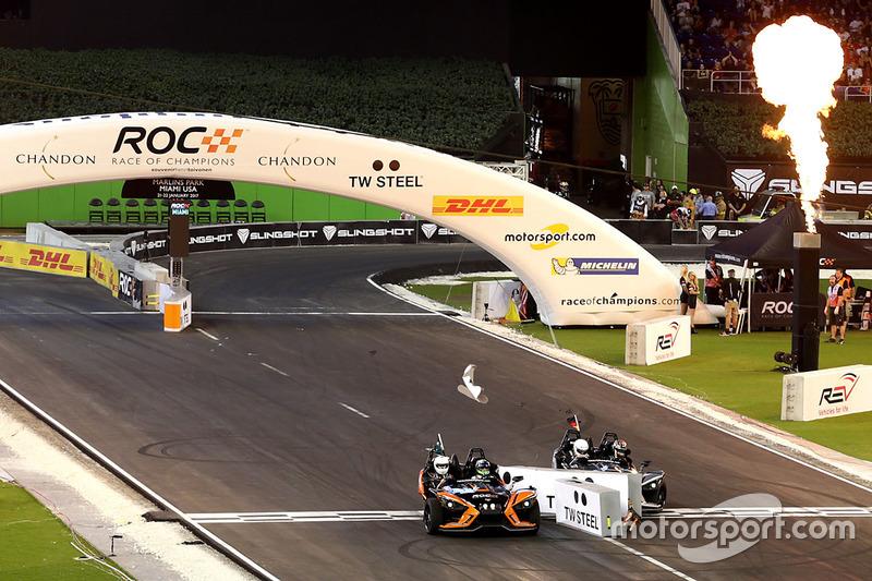 Choque de Pascal Wehrlein y Felipe Massa en el Polaris Slingshot SLR