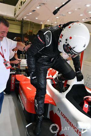 Paul Stoddart, passagier Simon Lazenby, Sky TV F1 Experiences tweezitter