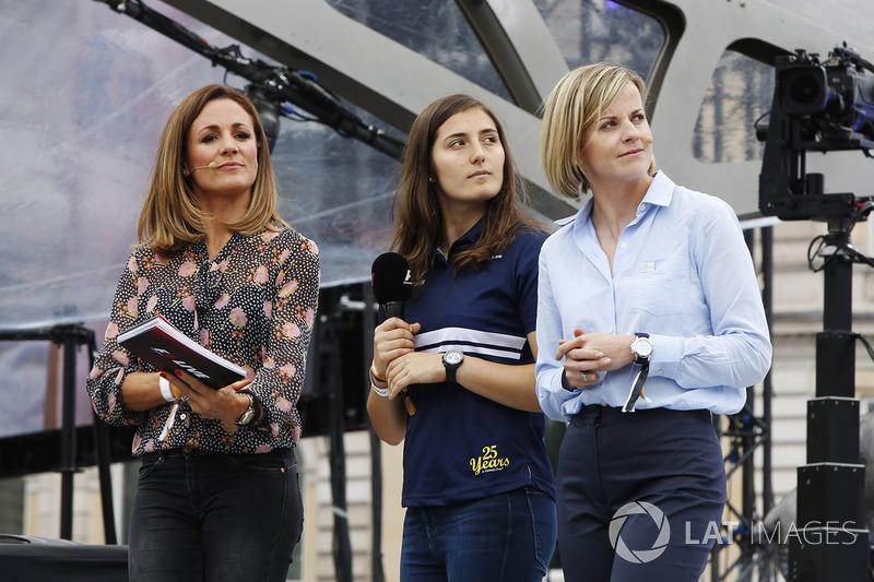 Natlie Pinkham, Sky Sports F1; Tatiana Calderon, Sauber-Entwicklungsfahrerin; Susie Wolff, Channel 4
