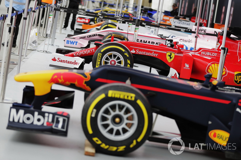 Red Bull Racing, Ferrari, Sahara Force India F1, Williams, McLaren, Sauber, Renault Sport F1 Team un