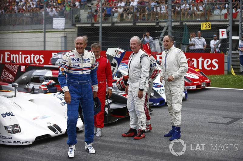 Hans-Joachim pegado, Jean Alesi, Helmut Markko, consultor, Red Bull Racing, Tom Kristensen y Gerhard Berger para el desfile de leyendas