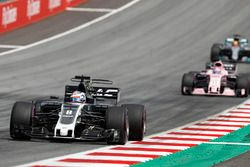 Romain Grosjean, Haas F1 Team VF-17, Sergio Perez, Sahara Force India F1 VJM10
