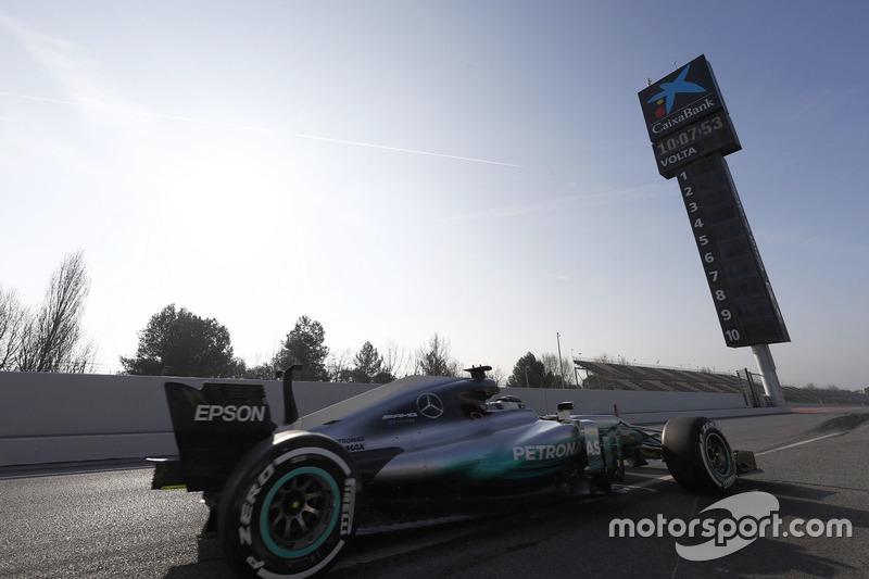 Valtteri Bottas, Mercedes F1 W08, sale del pit lane