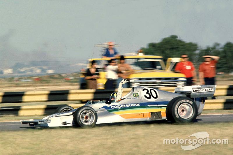 1975 - Empresa brasileira da área de açúcar e etanol, a Copersucar entrou na F1 em 1975 com equipe própria.