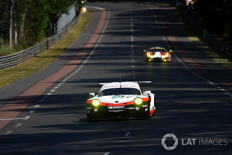 38°: #92 Porsche Team Porsche 911 RSR: Michael Christensen, Kevin Estre, Dirk Werner