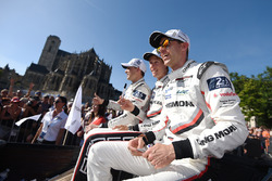 Earl Bamber, Brendon Hartley, Timo Bernhard, Porsche Team
