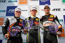 Podium novatos: ganador, Lando Norris, Carlin Dallara F317 - Volkswagen, segundo, Joey Mawson, Van A