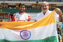 Karun Chandhok, Tockwith Motorsports met Vicky Chandhok