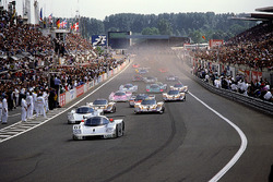 Start action, #61 Team Sauber Mercedes, Sauber C9 Mercedes-Benz: Mauro Baldi, Kenny Acheson, Gianfranco Brancatelli leads