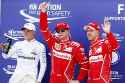 Il poleman Kimi Raikkonen, Ferrari, Ferrari, il secondo qualificato Sebastian Vettel, Ferrari, il terzo qualificato Valtteri Bottas, Mercedes AMG F1