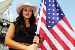 Gridgirl mit Flagge der USA