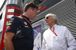 El Dr. Helmut Marko, asesor de Red Bull Motorsport y Bernie Ecclestone