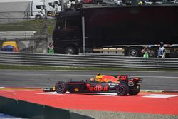 Max Verstappen, Red Bull Racing RB13 with a problem