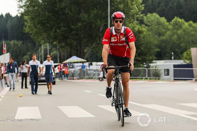 Sebastian Vettel, Ferrari monta una bicicleta
