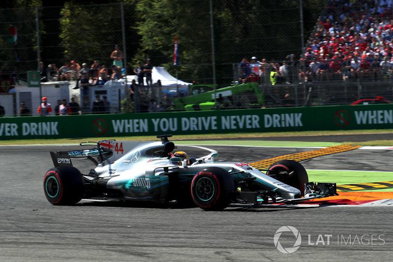 Mas Hamilton e Bottas voavam: eles abriram logo de cara uma imensa vantagem para a concorrência.