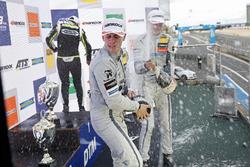 Podium : le vainqueur Lando Norris, Carlin Dallara F317 - Volkswagen, le deuxième, Jake Hughes, Hitech Grand Prix, Dallara F317 - Mercedes-Benz, le troisième, Ralf Aron, Hitech Grand Prix, Dallara F317 - Mercedes-Benz
