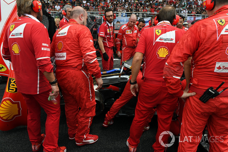 Turbo sorunu çıkan Kimi Raikkonen, Ferrari SF70-H