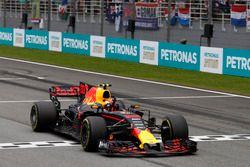 Max Verstappen, Red Bull Racing RB13, crosses the finish line